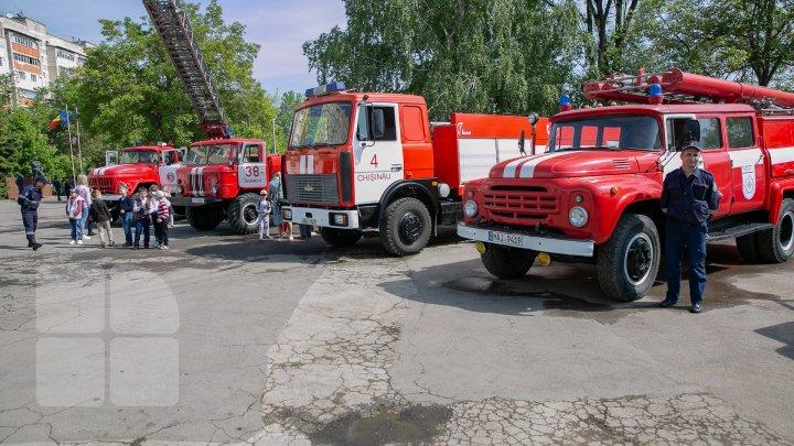 В кишиневском музее пожарного дела показали раритетные спецмашины