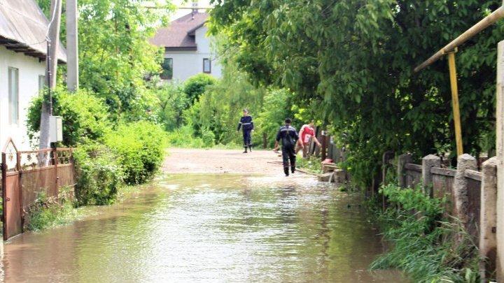 В селе Сынгурены из берегов вышла река Реут: Комиссии подсчитывают ущерб