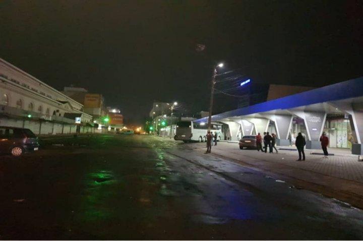 На Центральном автовокзале водитель переехал спящую под автобусом женщину (фото)