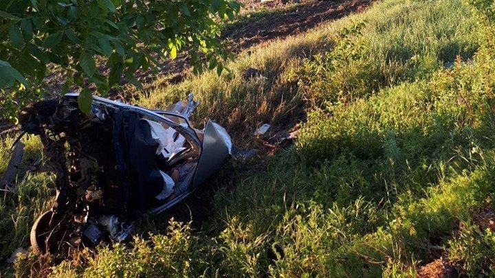 ДТП в Хынчештах: 18-летний парень погиб, врезавшись в дерево
