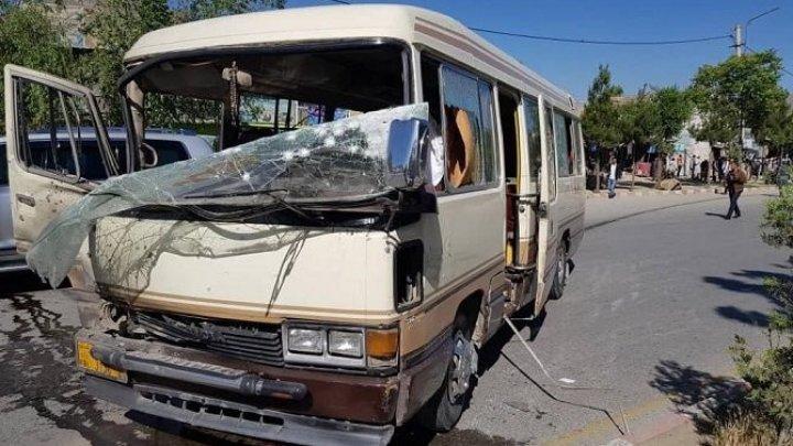 В Афганистане при подрыве автобуса пострадало не менее 10 человек