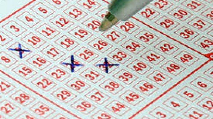 Группа из 20 человек в Канаде выиграла в лотерею $37 млн