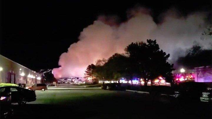 Мощный взрыв прогремел на фабрике по производству пластика в США (видео)