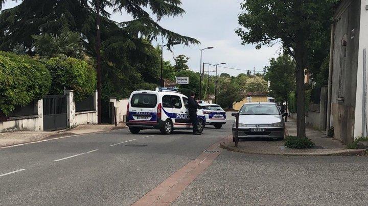 Во Франции неизвестный захватил заложников в табачной лавке