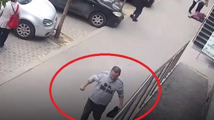 В столице мужчина без причины ударил двух проходящих мимо женщин (видео)