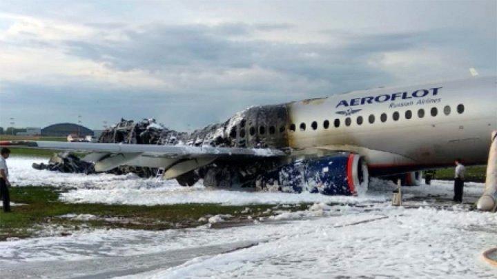 """""""После 12 ряда почти никто не выжил"""": пассажир сгоревшего самолета рассказал, как проходила эвакуация"""