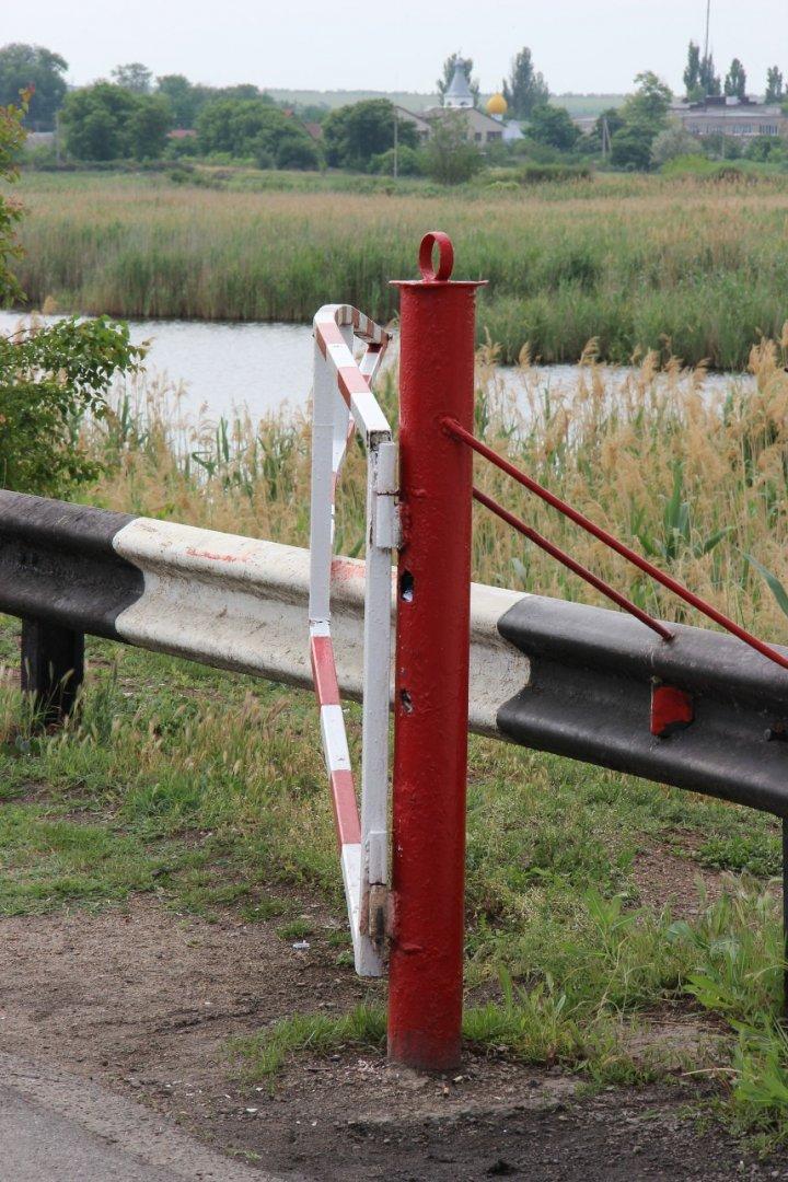 Украинка дважды за сутки протаранила КПП в Приднестровье (фото)