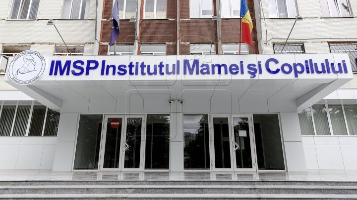 Двухлетнюю девочку, выпавшую из окна в Бельцах, доставили в Институт матери и ребенка