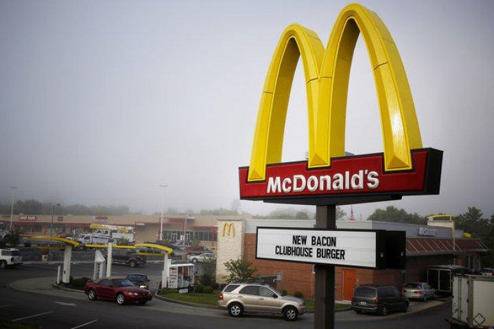 В США прошли протесты сотрудников McDonald's из-за домогательств