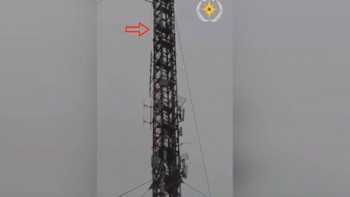 В Сороках парень хотел спрыгнуть с телебашни высотой 130 метров (видео)