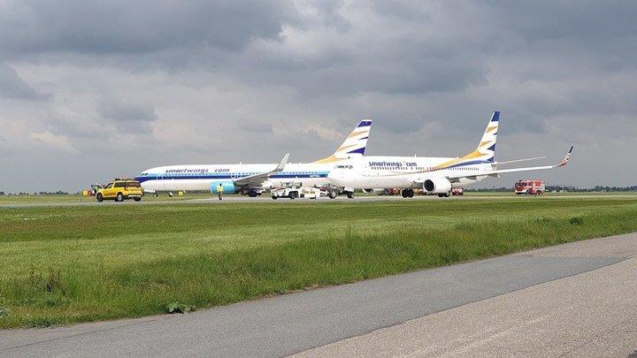 Два самолета столкнулись в аэропорту Праги