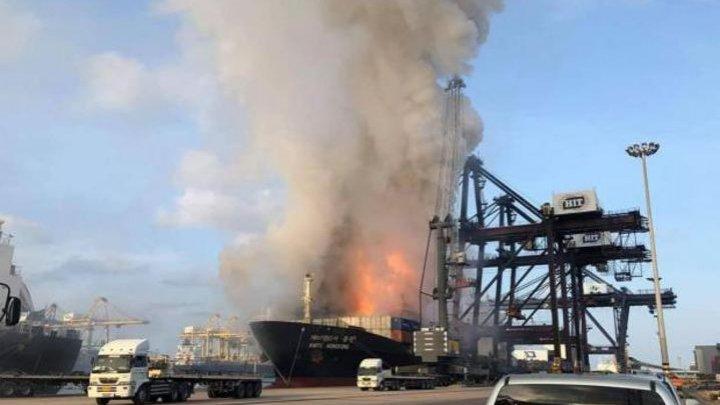 В Таиланде произошел взрыв и пожар на контейнеровозе