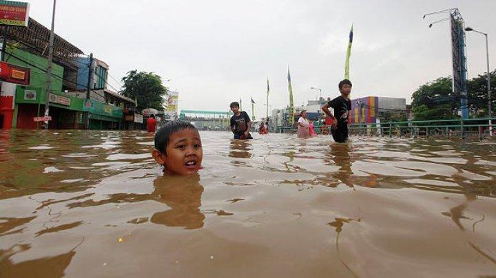 В Индонезии около шести тысяч человек покинули дома из-за наводнений