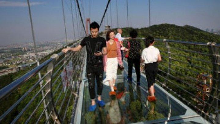 В Китае открыли мост для неслабонервных