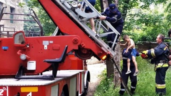 В квартире на Мунчештской вспыхнул пожар: спасатели эвакуировали людей