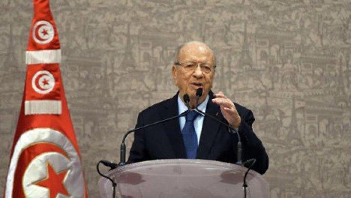 Президент Туниса попал в больницу