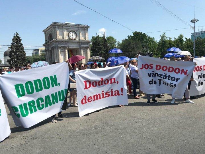 Более 30 тысяч человек собрались на мирный протест в защиту конституционного строя Молдовы (фото/видео)