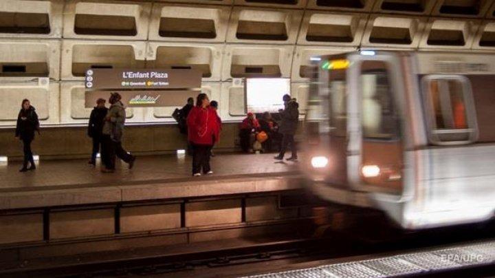В Бостоне вагон метро сошел с рельсов: пострадали 10 человек
