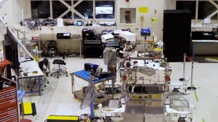NASA транслирует сборку марсохода в прямом эфире