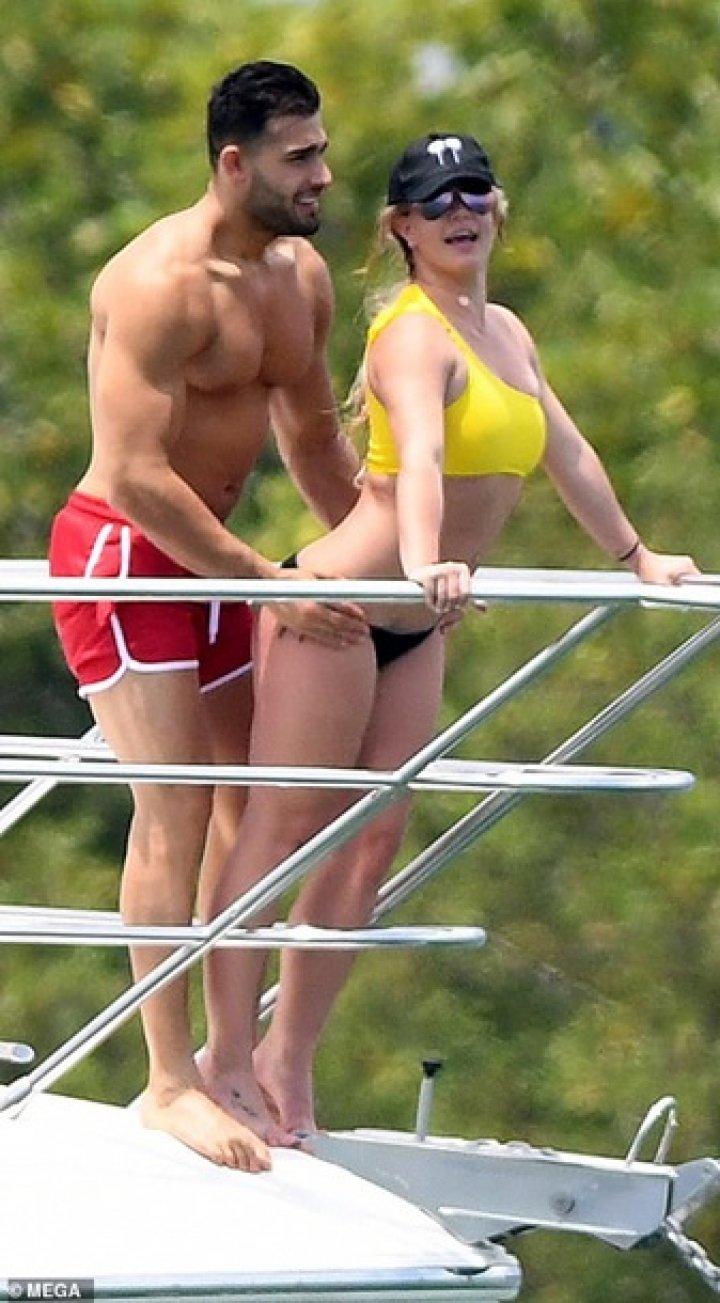 Папарацци показали реальную фигуру Бритни Спирс (фото)