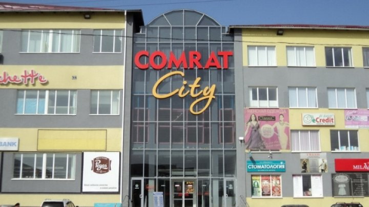 Этой ночью подростки ограбили торговый центр в Комрате (фото)