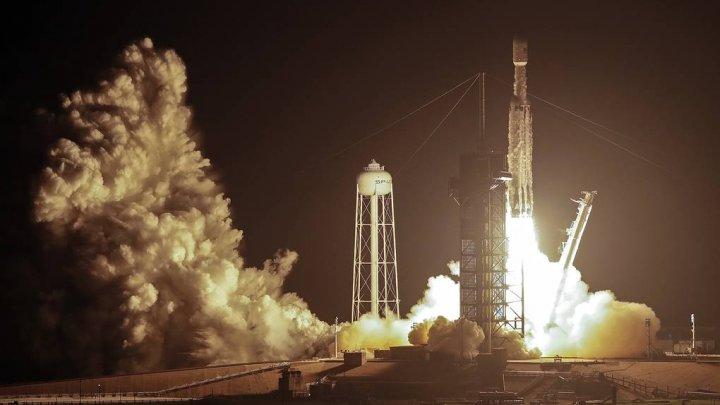 SpaceX запустила ракету Falcon Heavy с 24 спутниками и атомными часами