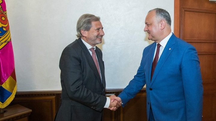 Игорь Додон провел встречу с еврокомиссаром Йоханнес Ханом