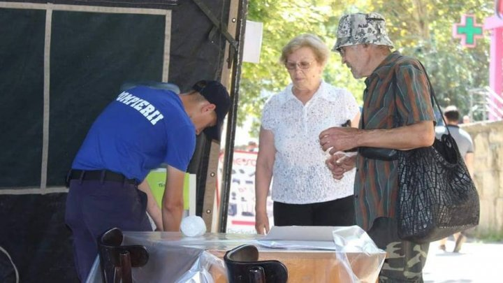 В столице установили палатки для оказания первой помощи в жару