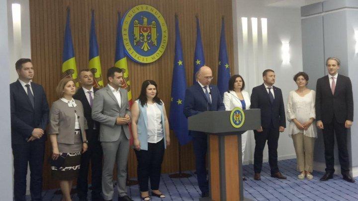 Павел Филип: Мы не хотим оказывать давление на врачей, полицейских и учителей