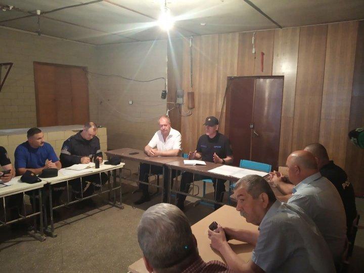 В Атаках состоялось заседание комиссии по чрезвычайным ситуациям: Часть девятиэтажного дома рухнула