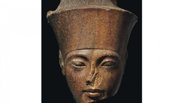 Власти Каира пытаются снять с аукциона голову статуи Тутанхамона