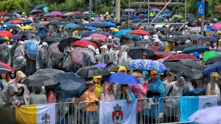 В Яссах за считанные часы до приезда Папы Франциска начался ливень с градом (фото)