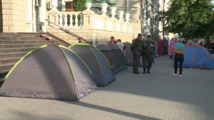 Народ возмущен решениями, принятыми парламентом и главой государства Игорем Додоном