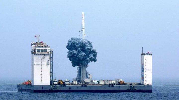 Китай впервые в своей истории запустил ракету с плавучего космодрома