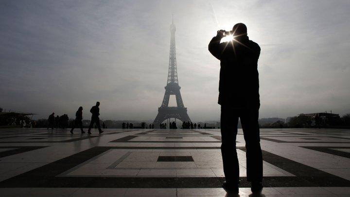 Центр Парижа охватил пожар, десятки раненых