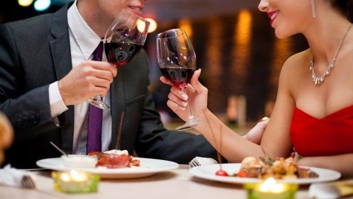 Ученые: Треть женщин идет на свидания ради бесплатного ужина