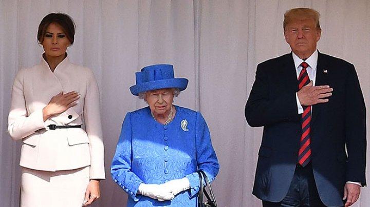 Королева Елизавета II приняла Трампа с женой (видео)