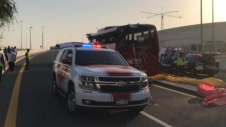 В Дубае туристический автобус попал в аварию: 15 погибших