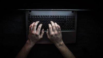 Хакер из Молдовы пытался взломать правительственные информационные сети. Теперь он в бегах