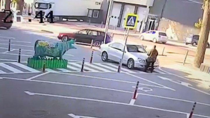Вопиющий случай на Буюканах: водитель избил охранника торгового центра (видео)