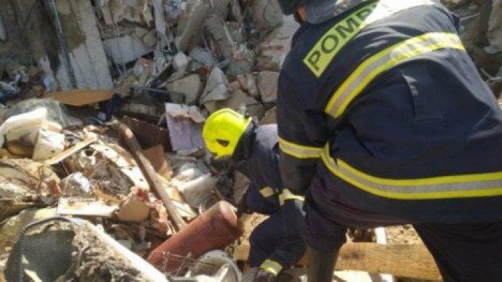 Спасатели вынесли газовые баллоны из рухнувшего дома в Атаках, предотвратив взрыв
