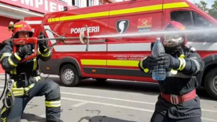 """Румынские пожарные присоединились к популярному флешмобу """"The Bottle Cap Challenge"""""""