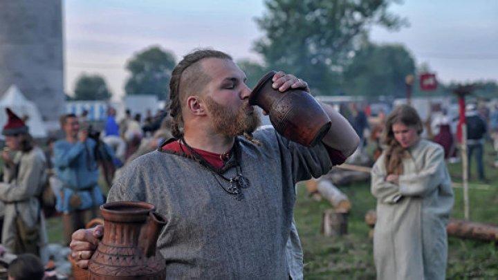 Ученые выяснили, когда люди впервые попробовали алкоголь