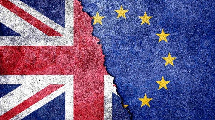 """Times: ЕС готовит пакет помощи Ирландии для компенсации ущерба от """"жесткого"""" Brexit"""