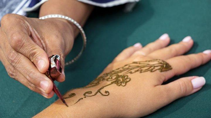Девушка едва не лишилась руки из-за татуировки хной