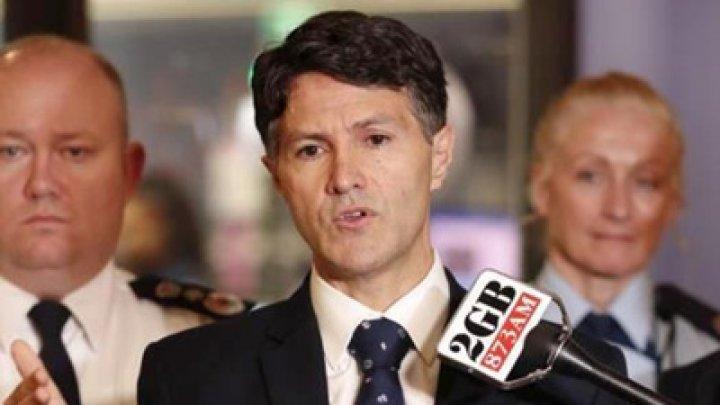 В Австралии министр сломал руку во время армрестлинга с генпрокурором