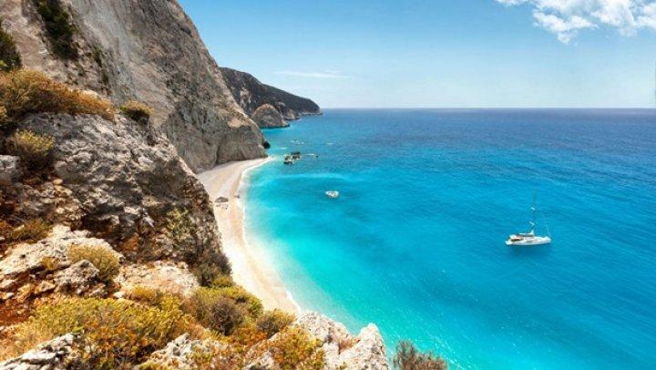 "В Греции ищут жителей на ""райский остров"""