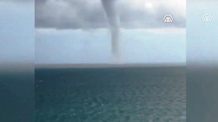 На Черноморском побережье в северной части Турции был зафиксирован мощный смерч (видео)