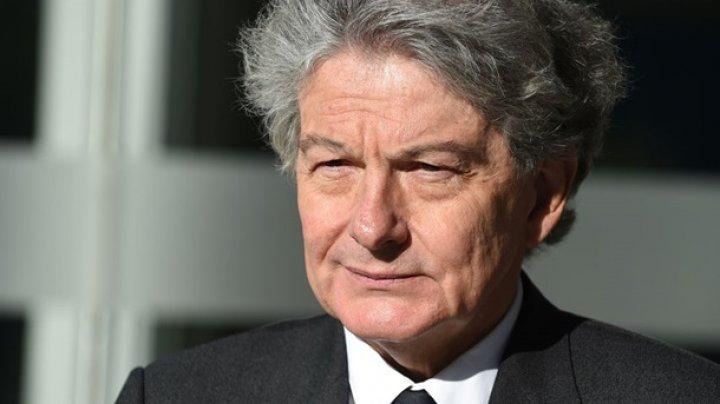 Экс-министра Франции избили, ограбили и закрыли в туалете