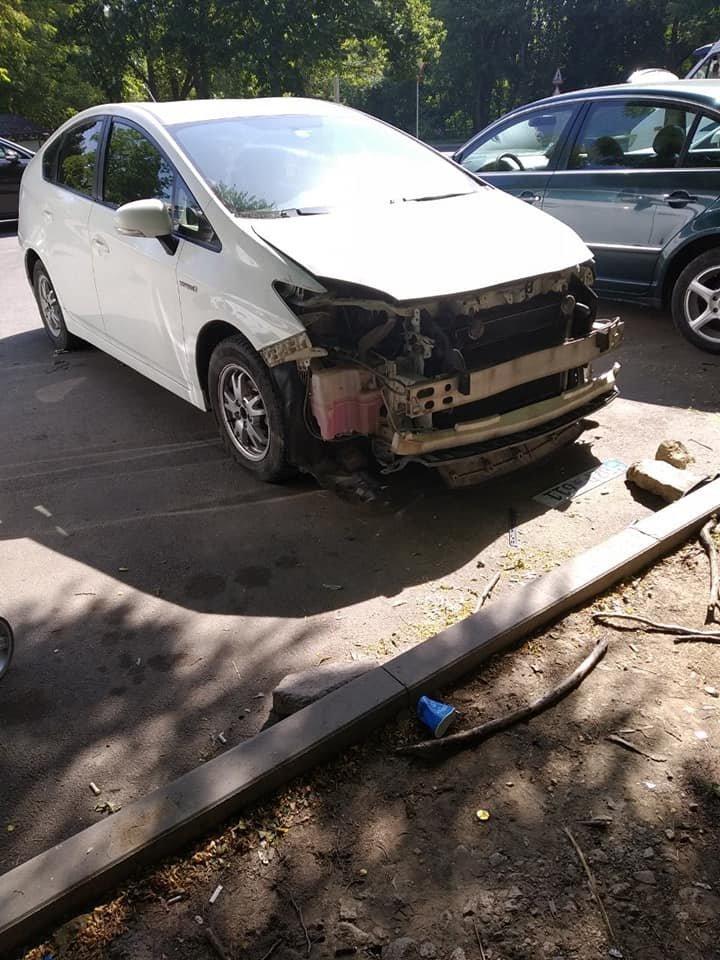 На Ботанике воры разобрали на запчасти автомобиль и унесли с собой руль